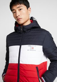 Tommy Hilfiger - COLOURBLOCK HOODED JACKET - Giacca da mezza stagione - blue - 3