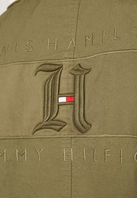 Tommy Hilfiger - LEWIS HAMILTON PARKA - Parkas - green - 6