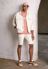 Tommy Hilfiger - UNISEX LEWIS HAMILTON ECRU TRUCKER JACKET - Denim jacket - offwhite - 4