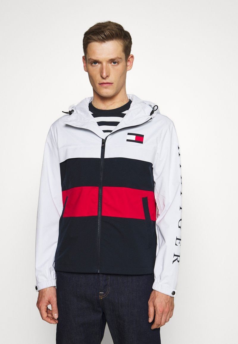 Tommy Hilfiger - COLOURBLOCK HOODED JACKET - Impermeable - white