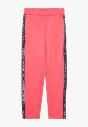 TAPE TRACKPANTS - Pantaloni sportivi - pink