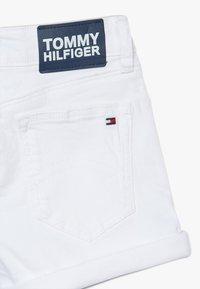 Tommy Hilfiger - NORA - Džínové kraťasy - white - 3