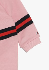 Tommy Hilfiger - BABY PRINT COVERALL - Jumpsuit - pink icing - 2