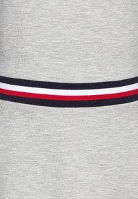 Tommy Hilfiger - ESSENTIAL SKATER DRESS  - Jersey dress - grey - 2