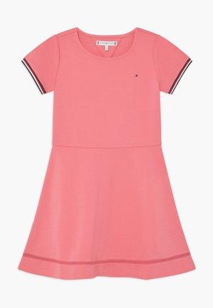 ESSENTIAL SKATER - Žerzejové šaty - pink