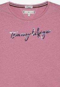 Tommy Hilfiger - SEQUINS GRAPHIC TEE  - Bluzka z długim rękawem - light pink - 3