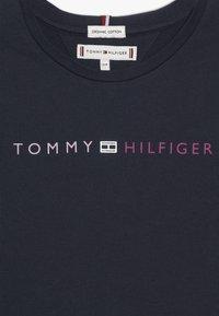 Tommy Hilfiger - ESSENTIAL TOMMY ROLL UP TEE - Triko spotiskem - blue - 3