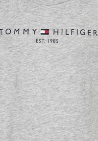 Tommy Hilfiger - ESSENTIAL TEE  - Printtipaita - grey - 2