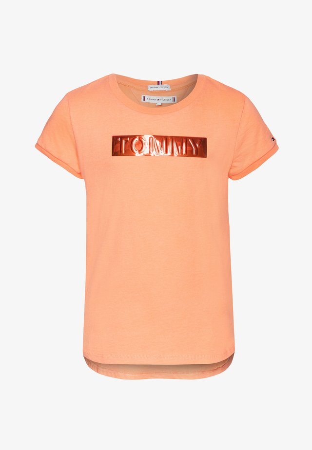 LABEL TEE - Print T-shirt - orange