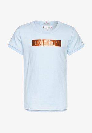 LABEL TEE - T-shirt print - blue