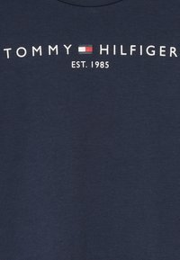 Tommy Hilfiger - ESSENTIAL TEE - T-shirt con stampa - blue - 4