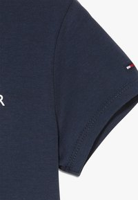 Tommy Hilfiger - ESSENTIAL TEE - T-shirt con stampa - blue - 2