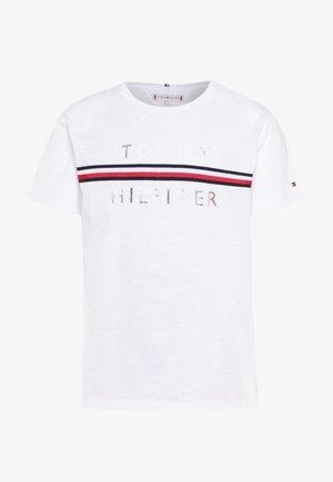 FLAG TAPE TEE - Camiseta estampada - white
