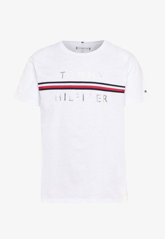 FLAG TAPE TEE - Camiseta estampada - white