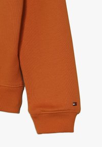 Tommy Hilfiger - ESSENTIAL GRAPHIC LOGO HOODIE - Sweat à capuche - orange - 2