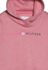 Tommy Hilfiger - ESSENTIAL LOGO HOODIE - Bluza z kapturem - pink - 3