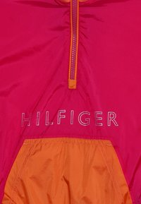 Tommy Hilfiger - UNLINED LIGHT POPOVER - Lehká bunda - red - 4