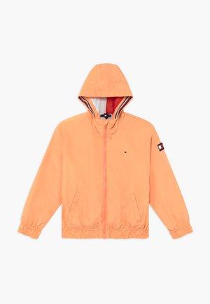 ESSENTIAL LIGHT WEIGHT - Allvädersjacka - orange