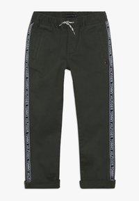 Tommy Hilfiger - TAPE PANTS - Pantalones - green - 0