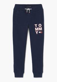 Tommy Hilfiger - GRAPHIC - Pantalon de survêtement - blue - 0