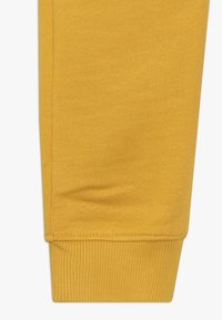 Tommy Hilfiger - ESSENTIAL SOLID - Pantaloni sportivi - yellow - 2