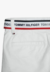 Tommy Hilfiger - ESSENTIAL DOBBY BELTED - Shorts - white - 2