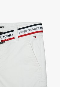 Tommy Hilfiger - ESSENTIAL DOBBY BELTED - Shorts - white - 4