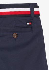 Tommy Hilfiger - ESSENTIAL BELTED - Shorts - blue - 4
