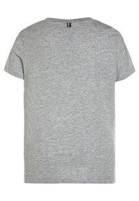 Tommy Hilfiger - BOYS BASIC  - T-shirt basic - grey heather - 1