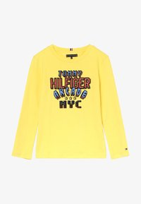Tommy Hilfiger - MULTI APPLICATION FUN TEE - Longsleeve - yellow - 2
