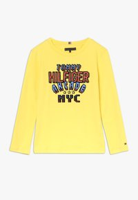 Tommy Hilfiger - MULTI APPLICATION FUN TEE - Long sleeved top - yellow - 0