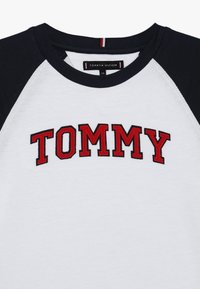 Tommy Hilfiger - APPLIQUE LOGO TEE - Longsleeve - white - 4