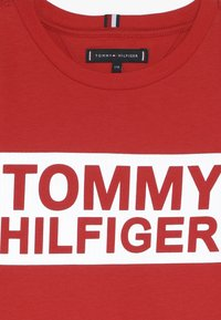 Tommy Hilfiger - SPECIAL TEE - T-shirt med print - red - 4