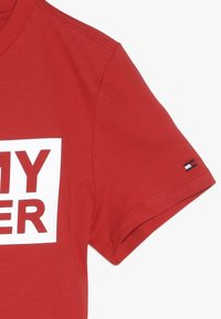 Tommy Hilfiger - SPECIAL TEE - T-shirt med print - red - 2