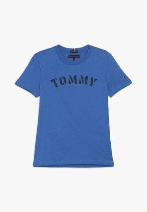 ESSENTIAL GRAPHIC TEE - T-shirt print - blue