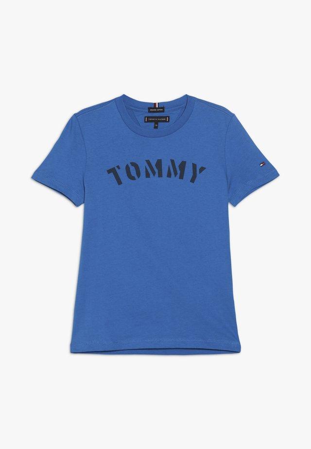 ESSENTIAL GRAPHIC TEE - Camiseta estampada - blue