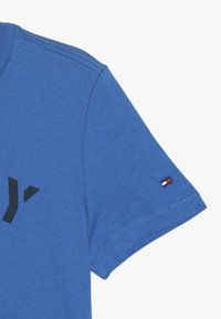 Tommy Hilfiger - ESSENTIAL GRAPHIC TEE - T-shirt print - blue - 2