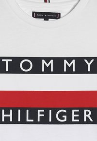 Tommy Hilfiger - ESSENTIAL TEE - Long sleeved top - white - 4