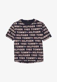 Tommy Hilfiger - TEE - T-shirts med print - blue - 2