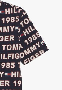 Tommy Hilfiger - TEE - T-shirts med print - blue - 3