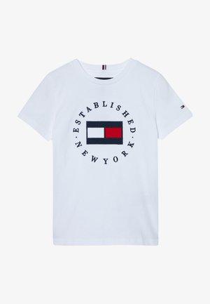 FLAG TEE  - Camiseta estampada - white