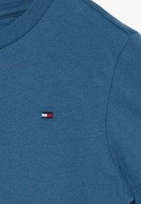 Tommy Hilfiger - ESSENTIAL ORIGINAL TEE - Basic T-shirt - blue - 3