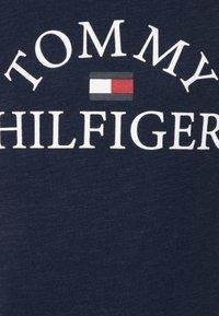 Tommy Hilfiger - ESSENTIAL LOGO - T-shirt med print - blue - 2
