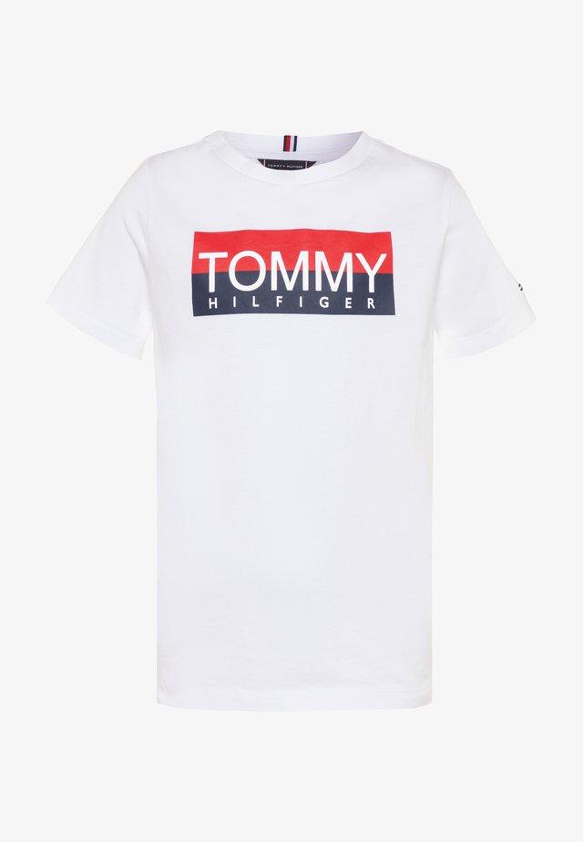 REFLECTIVE TEE  - Camiseta estampada - white