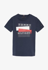 Tommy Hilfiger - STICKER TEE  - Triko spotiskem - blue - 2