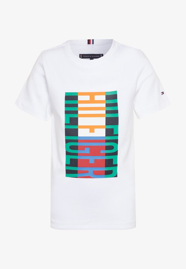 FUN FLAG TEE  - Camiseta estampada - white