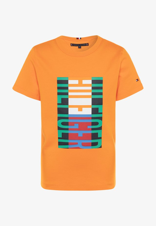 FUN FLAG TEE  - Camiseta estampada - orange