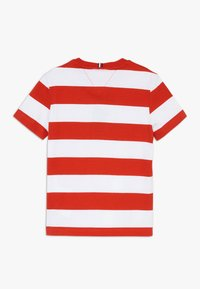 Tommy Hilfiger - RUGBY STRIPE GRAPHIC TEE - Camiseta estampada - red - 1