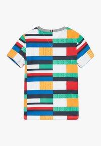 Tommy Hilfiger - BRIGHT FLAG TEE - T-shirt print - blue - 1