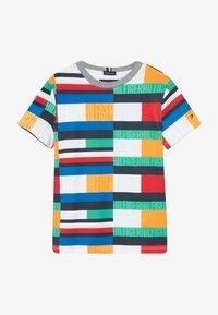 Tommy Hilfiger - BRIGHT FLAG TEE - T-shirt print - blue - 2